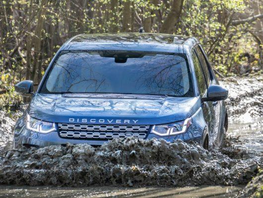 nuova Land Rover Discovery Sport off road auto a trazione integrale