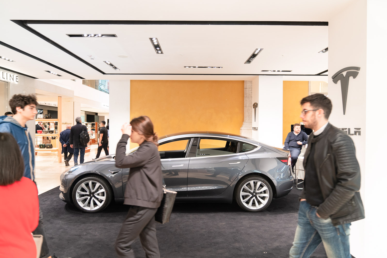 Temporary Store Tesla a Roma