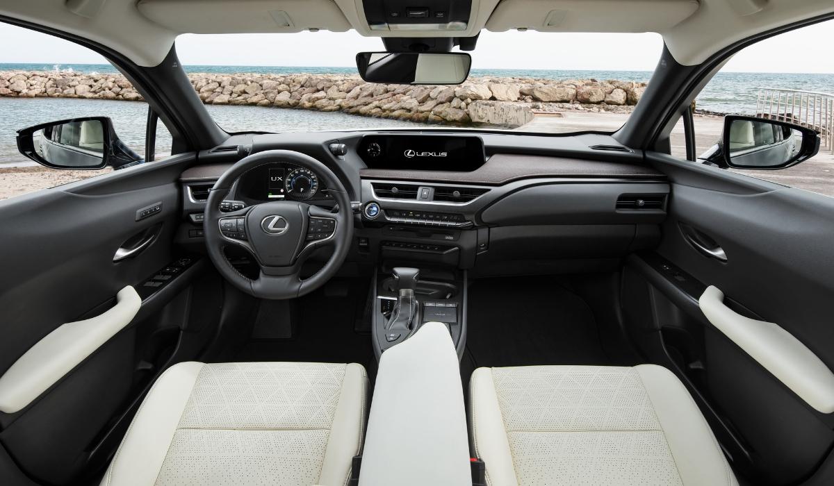 Nuova Lexus UX 2019 abitacolo
