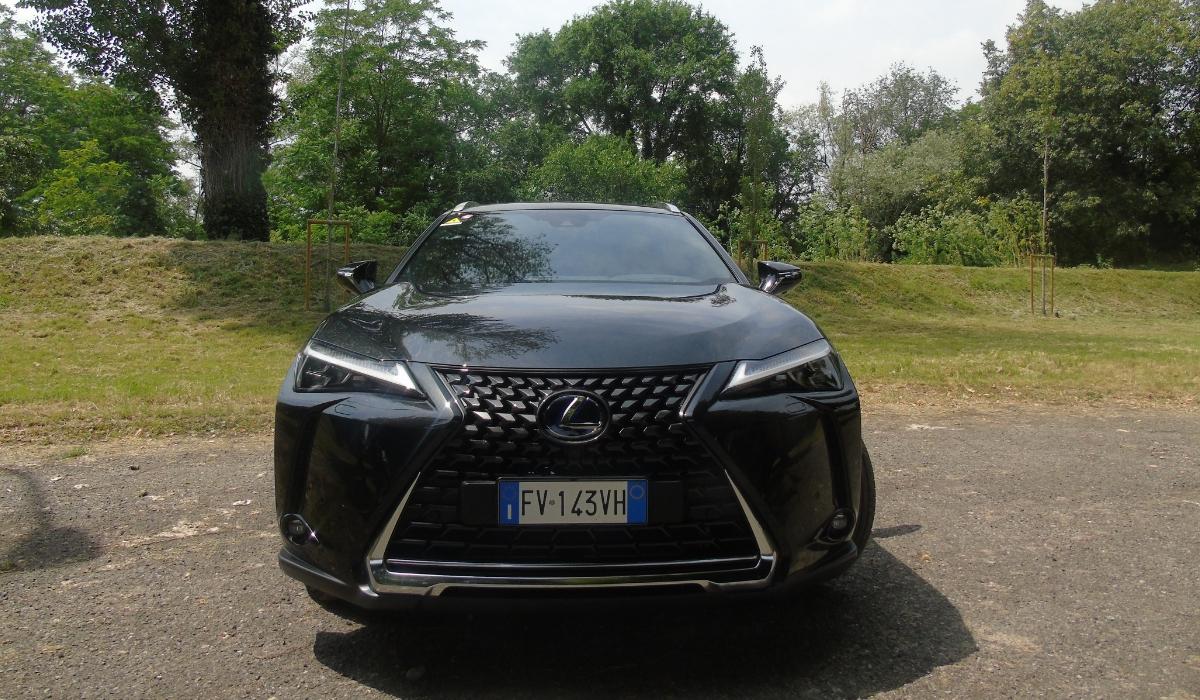 Nuova Lexus UX 2019 frontale