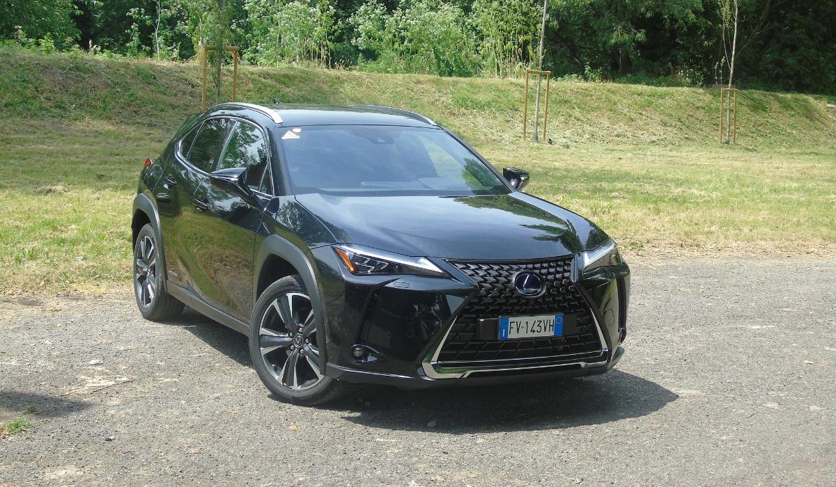 Nuova Lexus UX 2019 nera