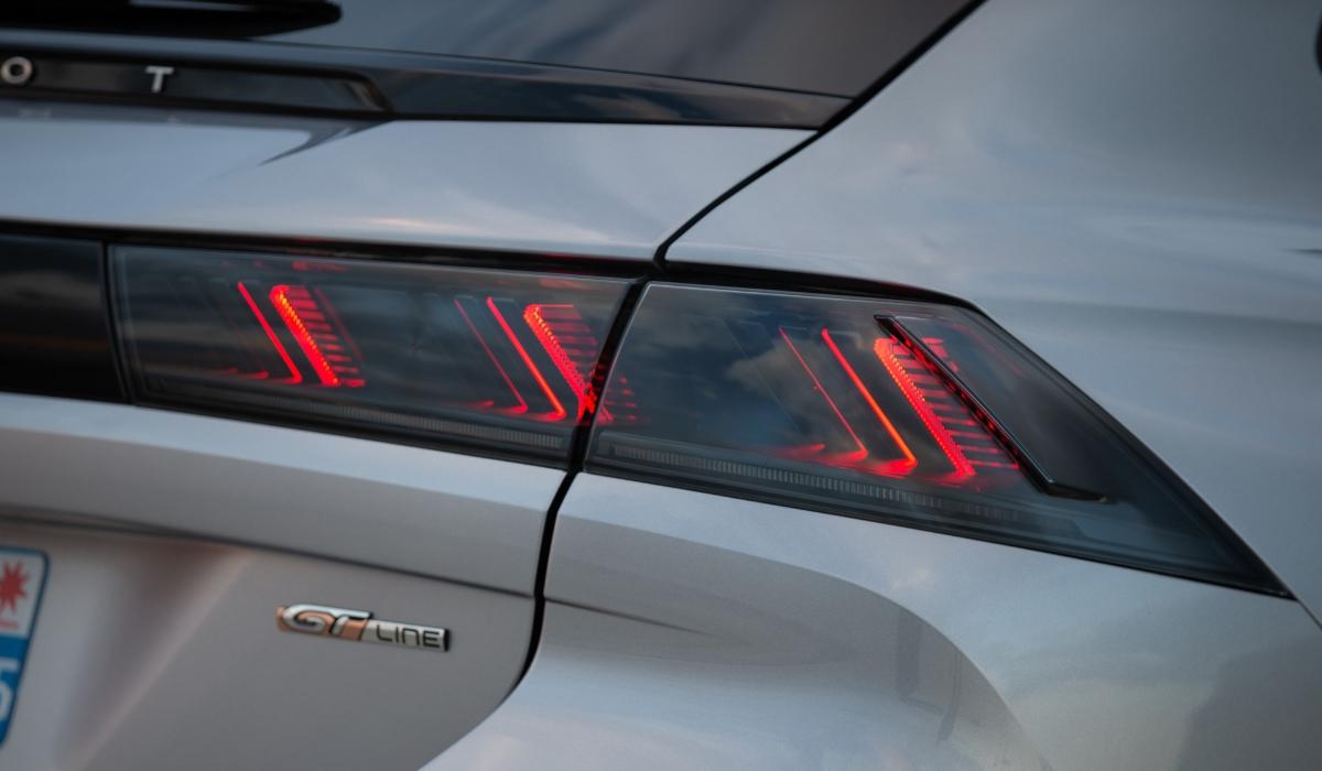 Nuova Peugeot 508 SW 2019 fari