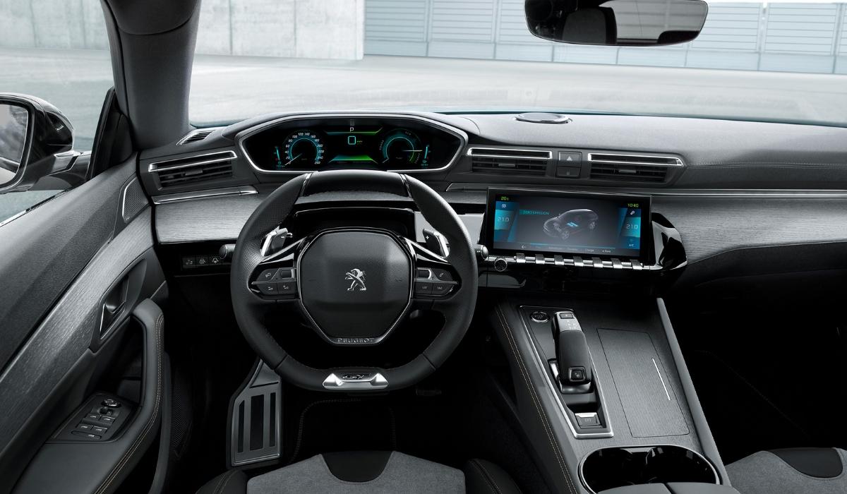 Nuova Peugeot 508 SW Hybrid abitacolo