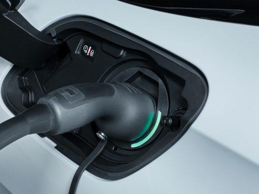 Nuova Peugeot 508 SW Hybrid ricarica auto ibrida plug-in