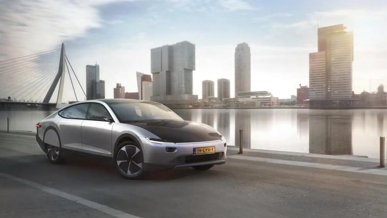 Lightyear presenta la prima auto a energia solare capace di percorrere lunghe distanze