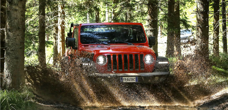 nuova Jeep Wranger off road auto a trazione integrale