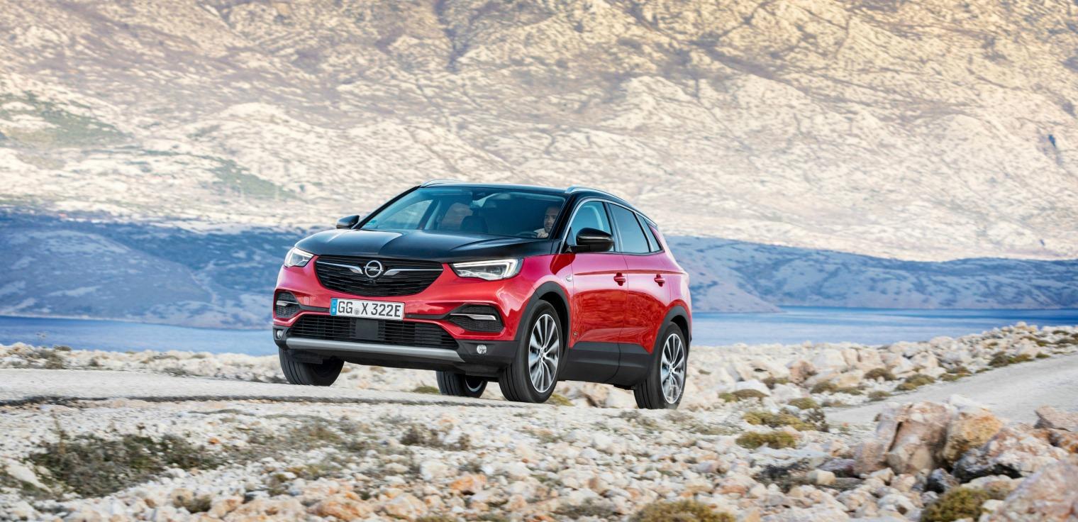 Esterni nuova Opel Grandland X Hybrid4