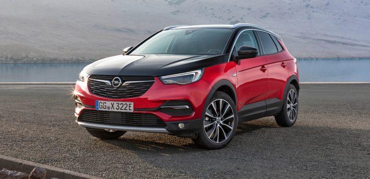 Nuova Opel Grandland X Hybrid4 AWD a noleggio a lungo termine