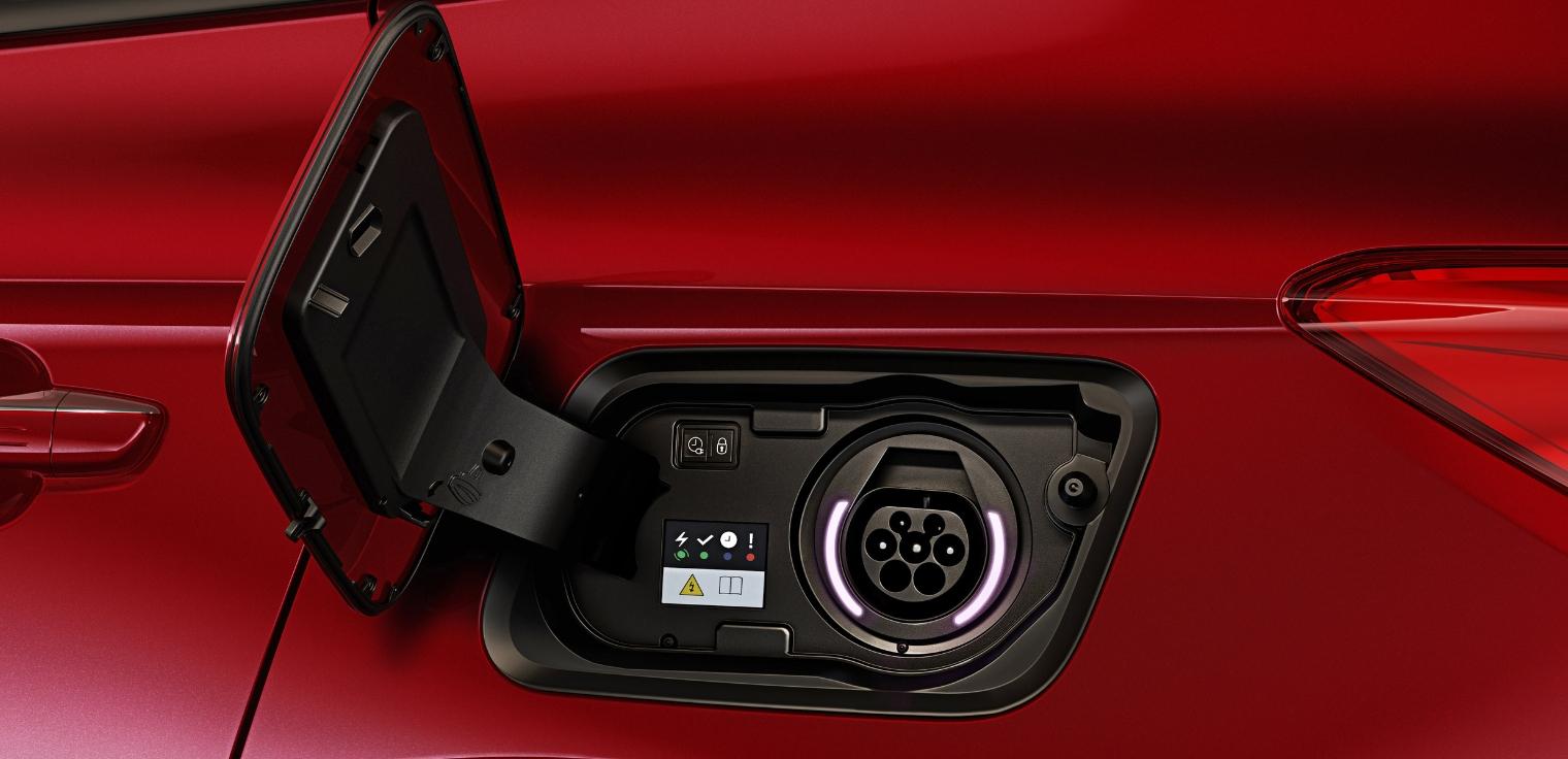 Nuova Opel Grandland X Hybrid4 AWD ricarica auto ibrida plug-in