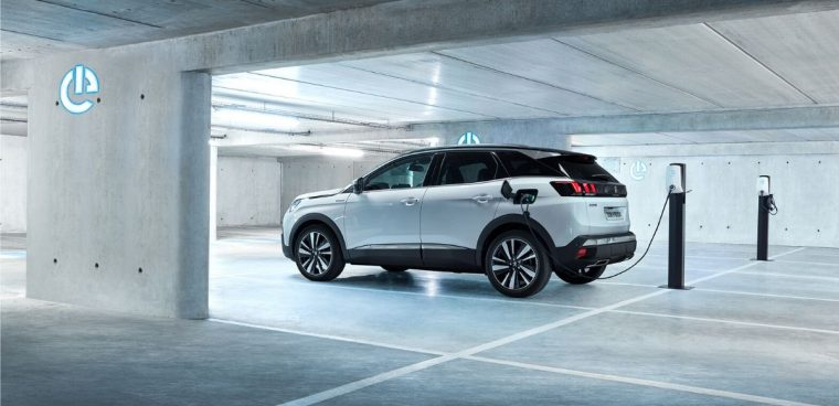 Nuova Peugeot 3008 ibrida plug-in 2020