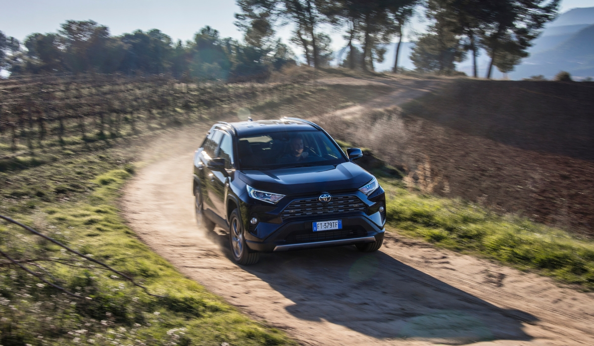 Nuovo Toyota RAV4 Hybrid 2019 fuoristrada