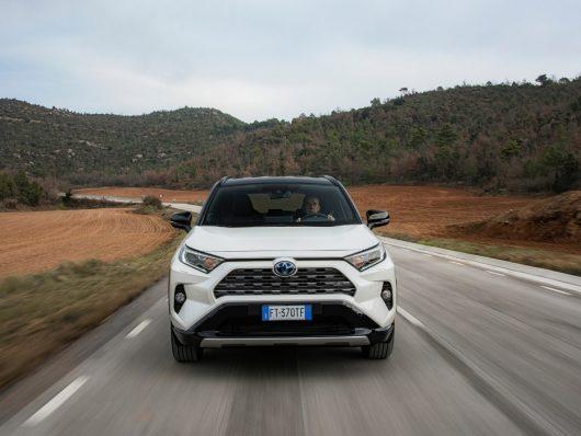 Nuovo Toyota RAV4 Hybrid 2020 su strada