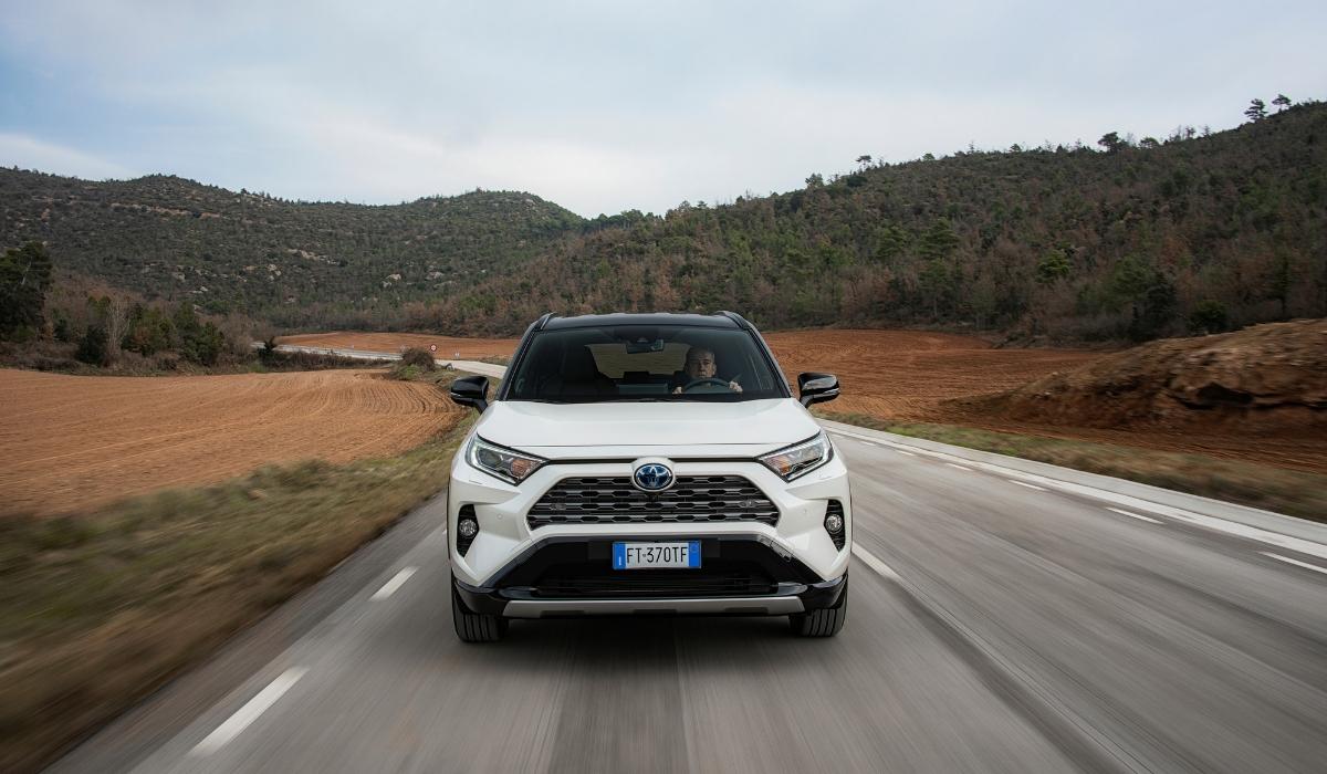 Nuovo Toyota RAV4 Hybrid 2019 su strada