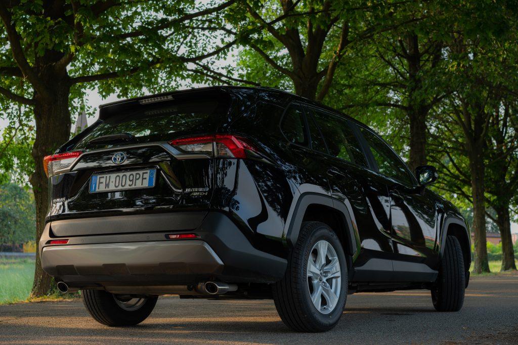 Toyota_RAV4_Profilo_Posteriore