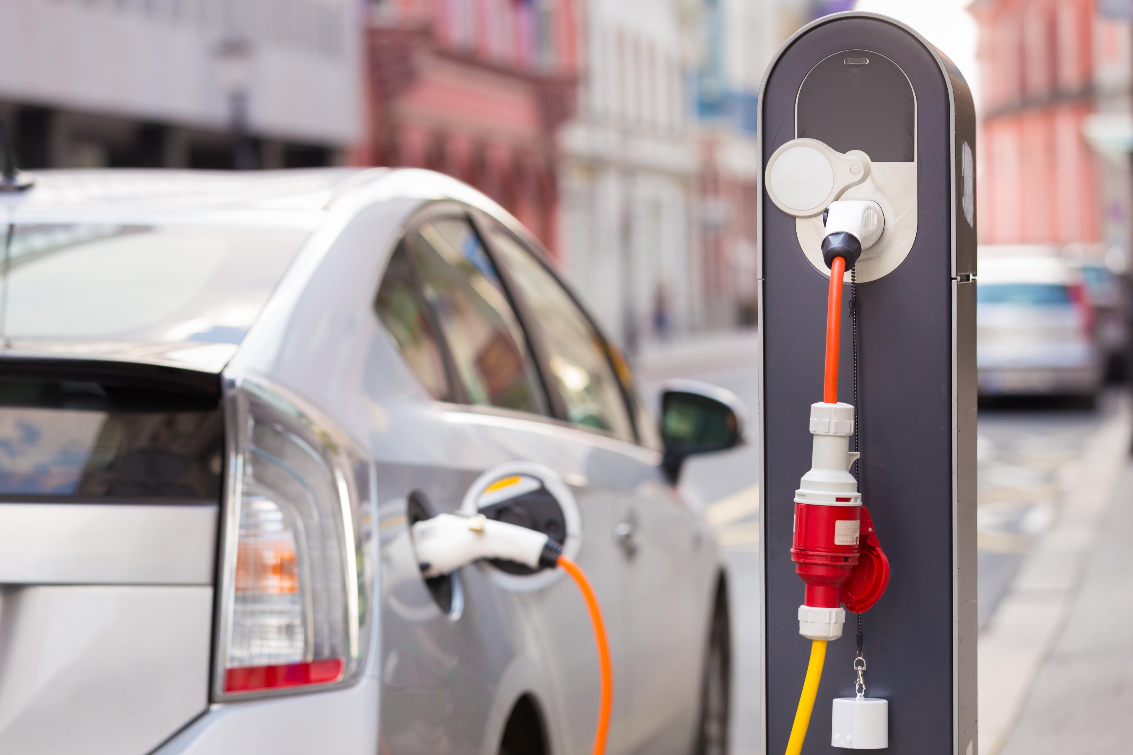 Ecobonus incentivi auto elettriche e ibride