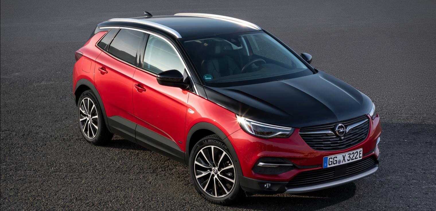 nuova Opel Grandland X Hybrid4 su strada