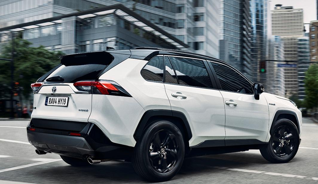 nuovo Toyota RAV4 su strada