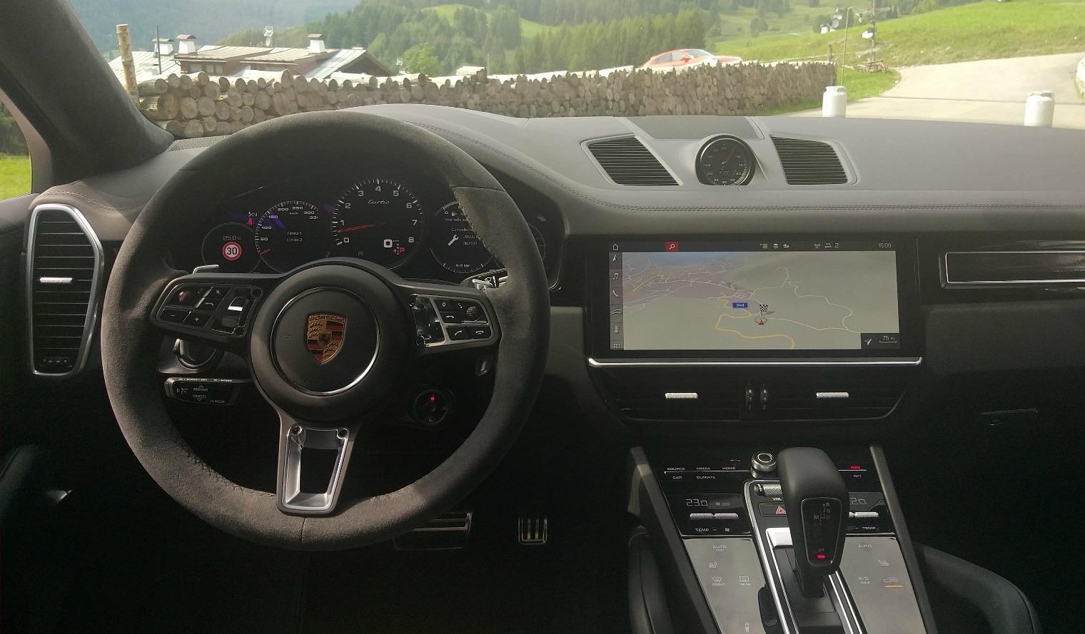interni nuova Porsche Cayenne Coupé