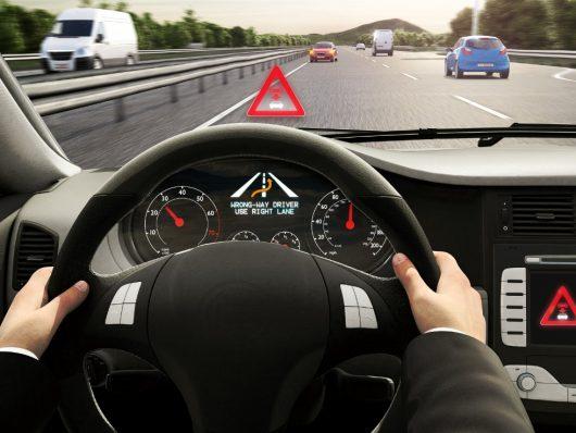 wrong-way driver warning di Bosch: come funziona il sistema per evitare la guida contromano