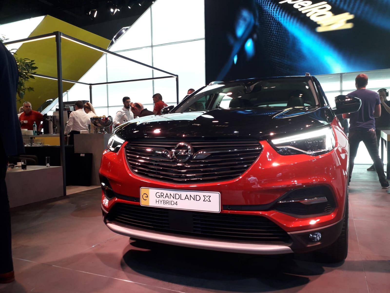 Opel Grandland X ibrida Plug-In
