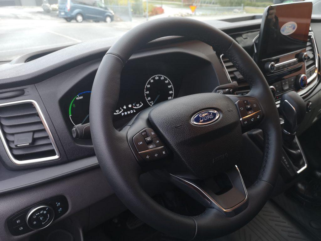 Ford-Custom-Hybrid-plancia