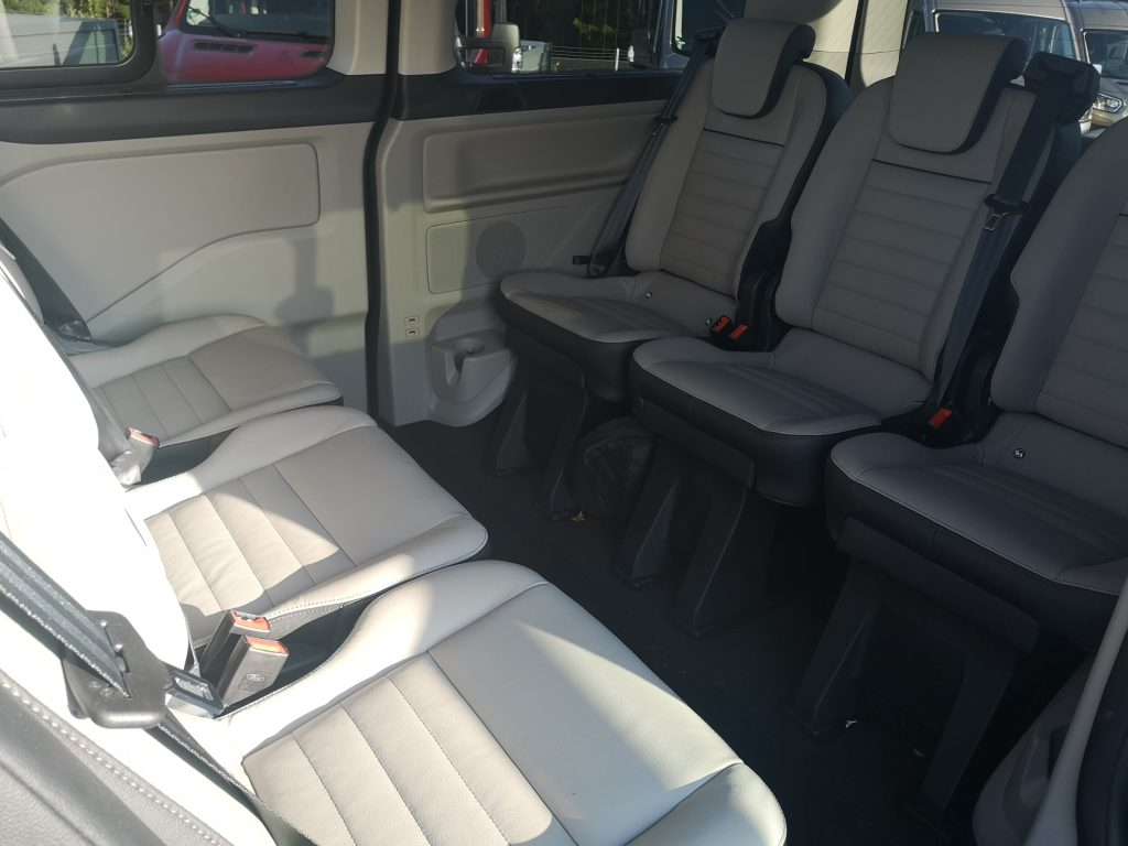 Ford-Custom-Tourneo-passenger