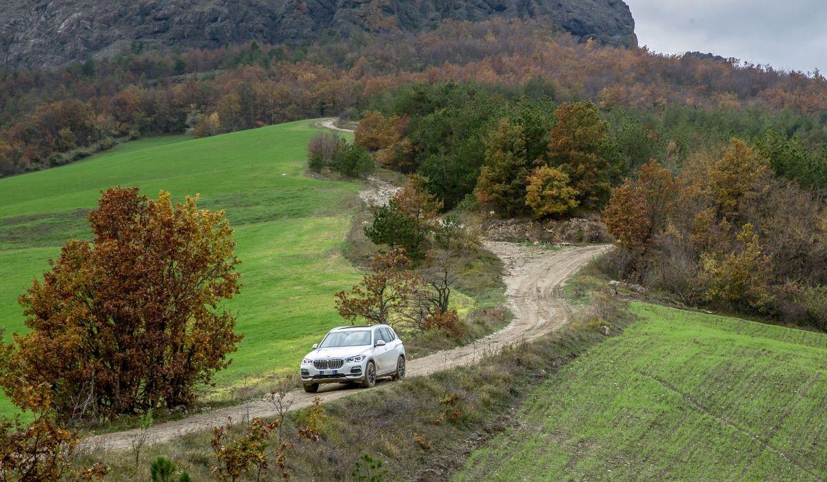 Nuova BMW X5 2020 fuoristrada