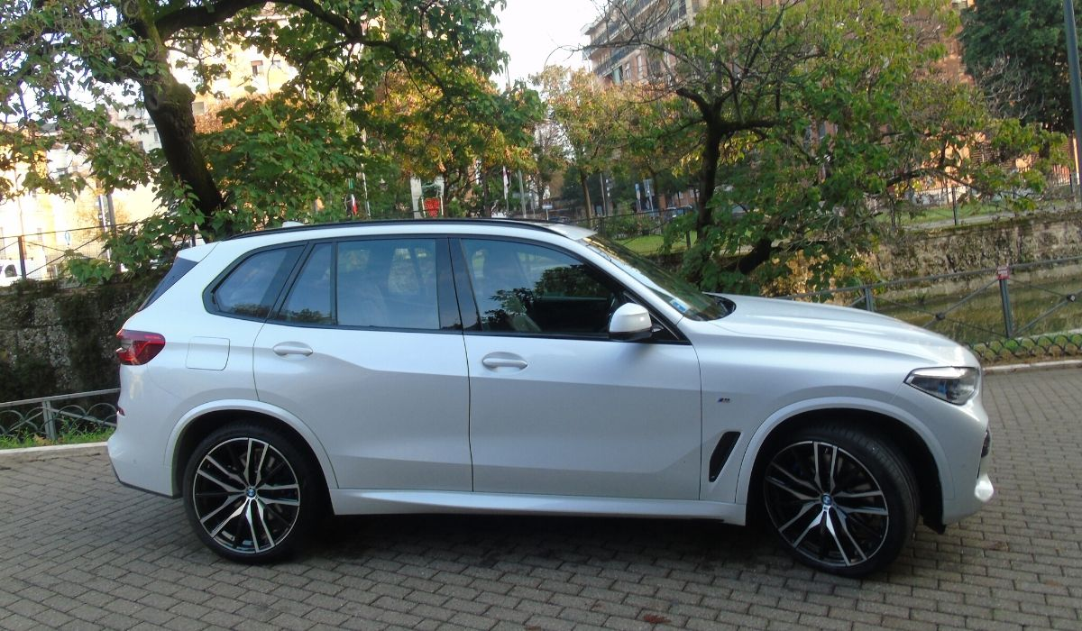 Nuova BMW X5 2020 statica