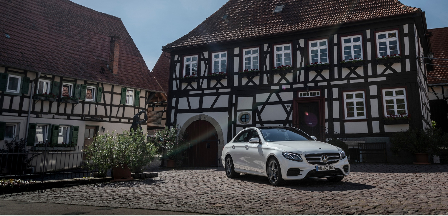 Nuova Mercedes Classe E 300 de EQ Power ibrida plug-in diesel