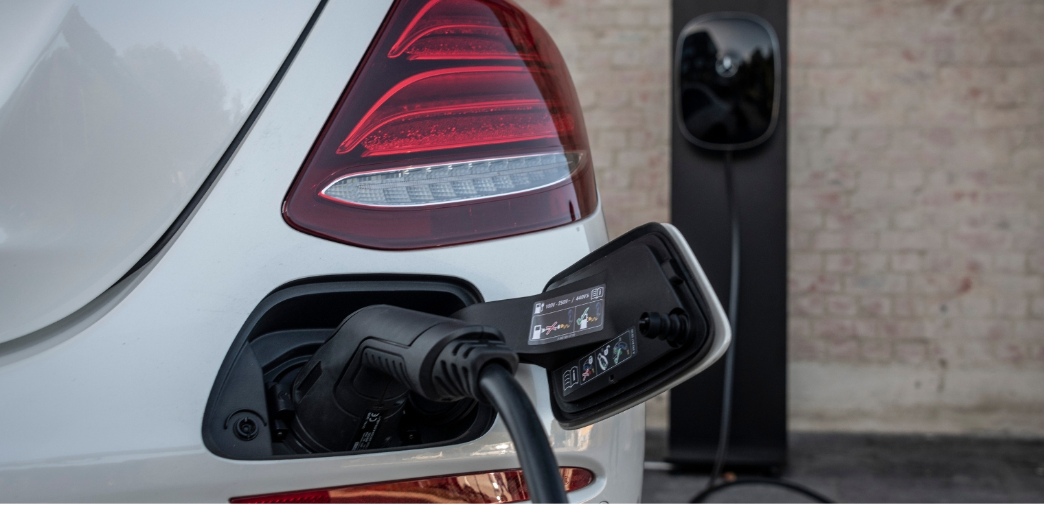 uova Mercedes Classe E 300 de EQ Power ricarica