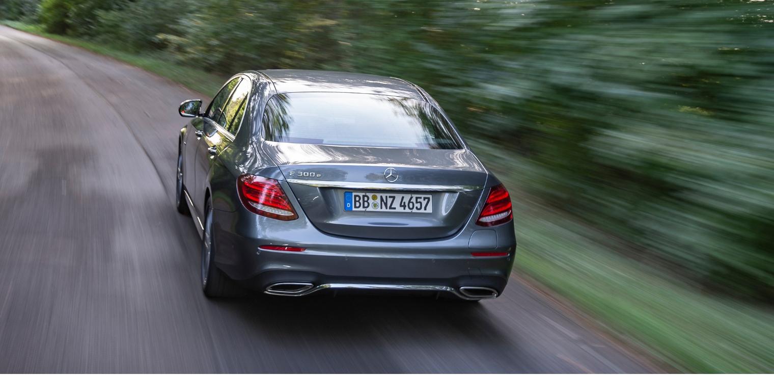 Nuova Mercedes Classe E 300 e ibrida plug-in a benzina