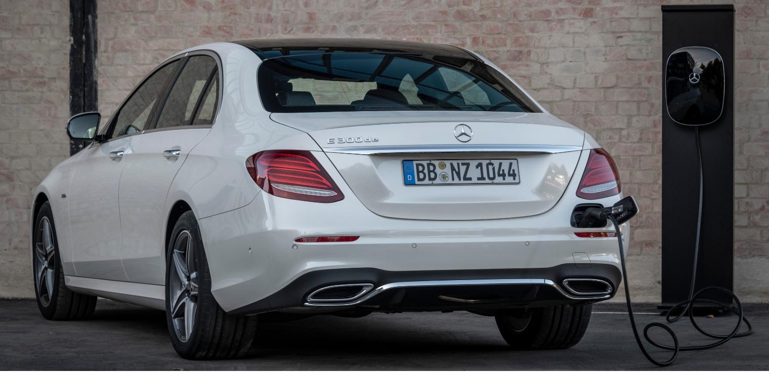 Nuova Mercedes Classe E ibrida diesel ricarica