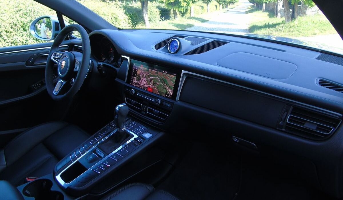 Nuova Porsche Macan 2020 sistemi assistenza e sicurezza