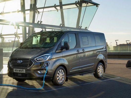 Nuovo Ford Tourneo Custom plug-in hybrid 2020