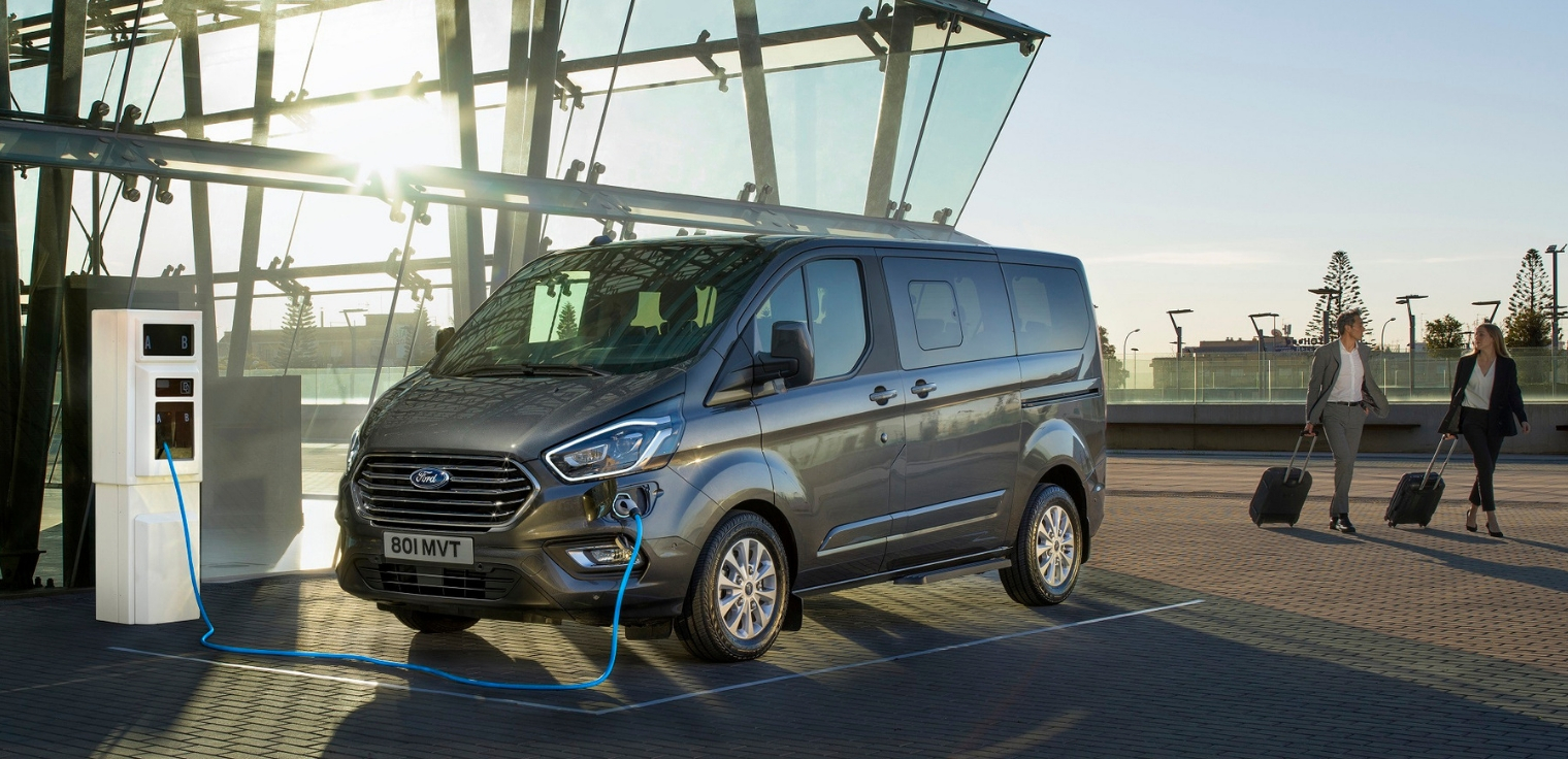 Nuovo Ford Tourneo Custom plug-in hybrid 2020