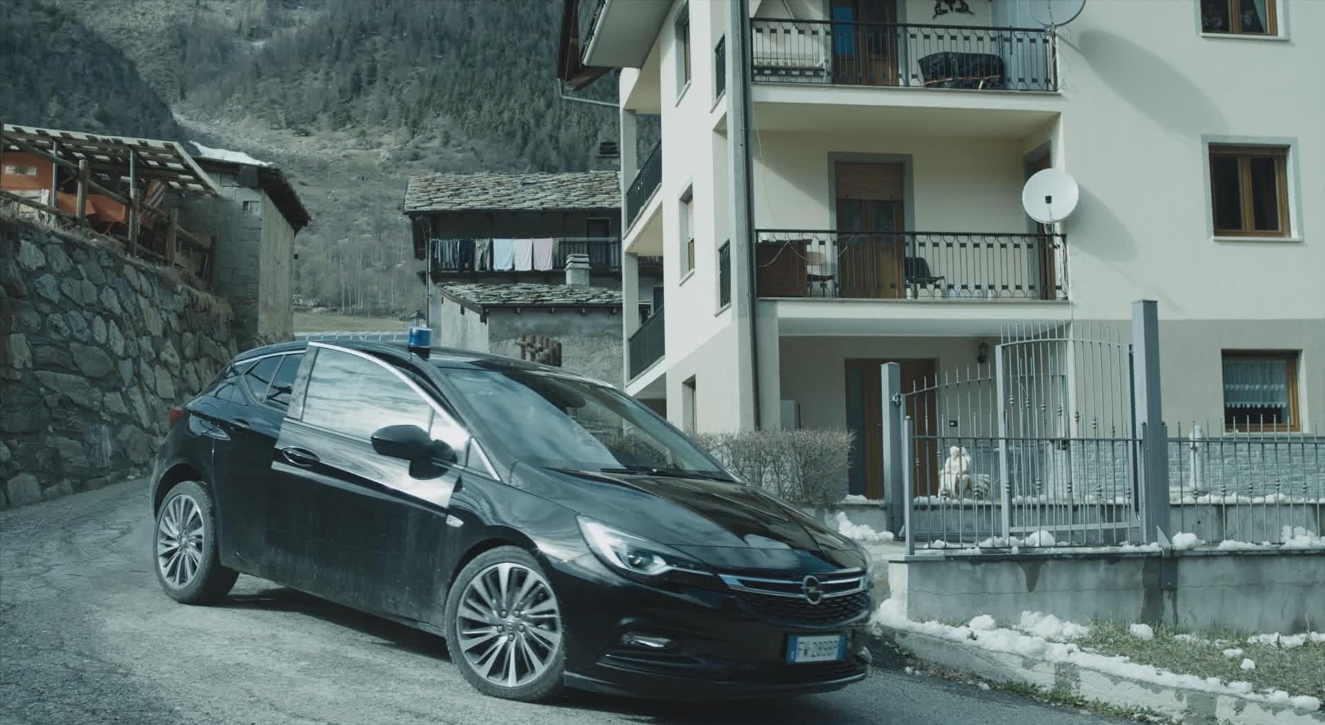 Opel Astra sul set di Rocco Schiavone
