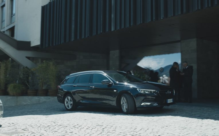 Opel Insignia Sports Tourer: protagonista della terza stagione di Rocco Schiavone