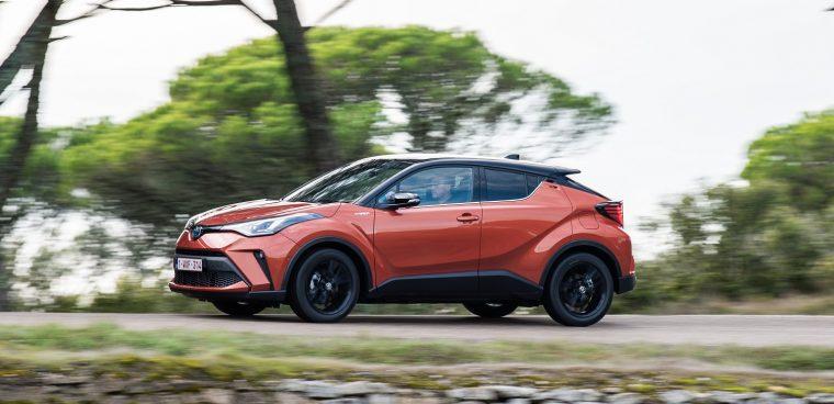 Nuovo Toyota C-HR su strada