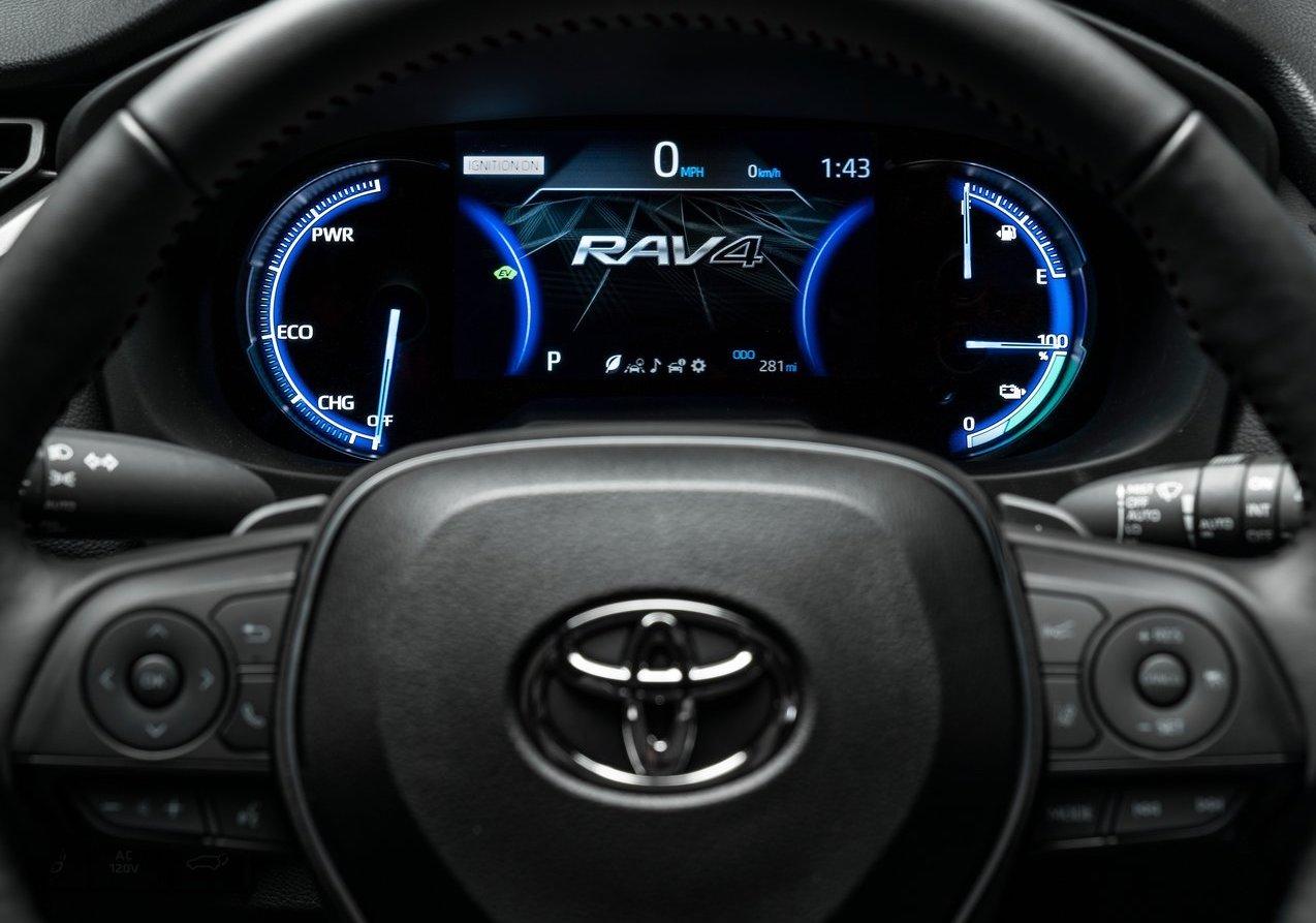 Interni di Toyota RAV4 ibrido plug-in