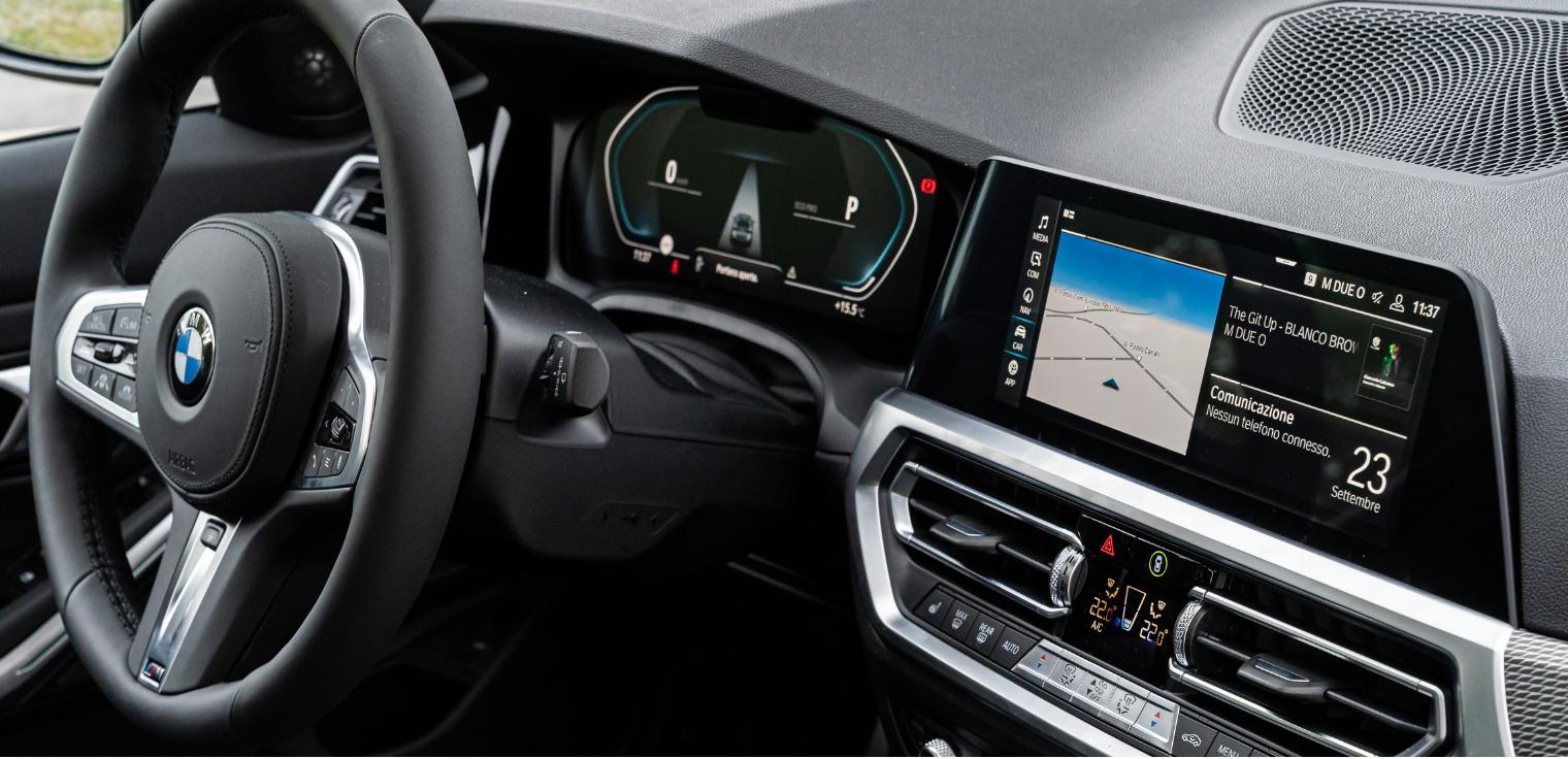 Nuova BMW Serie 3 Touring 2020 abitacolo
