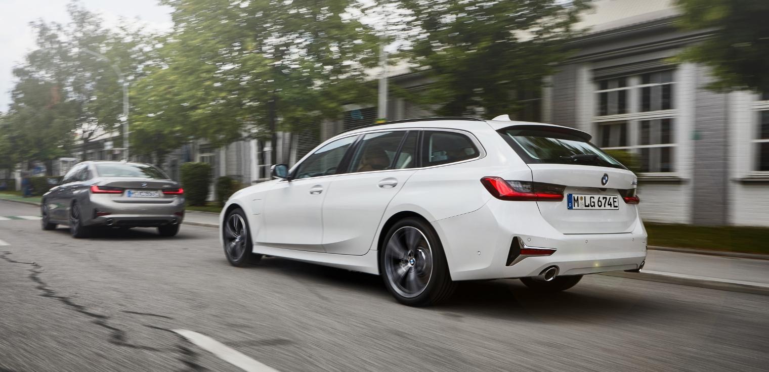 Nuova BMW Serie 3 Touring 2020 ibrida plug-in su strada