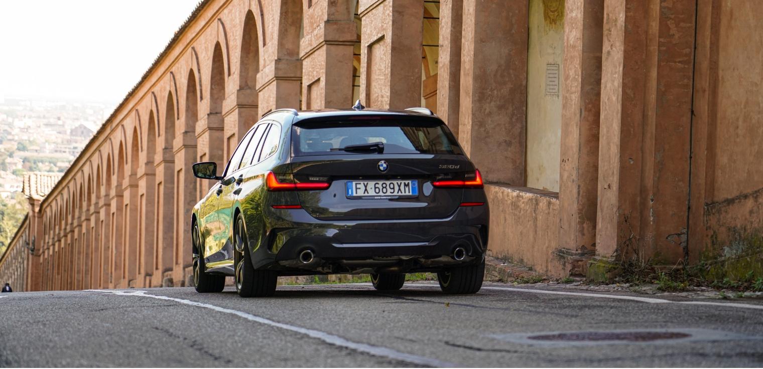 Nuova BMW Serie 3 Touring 2020 posteriore