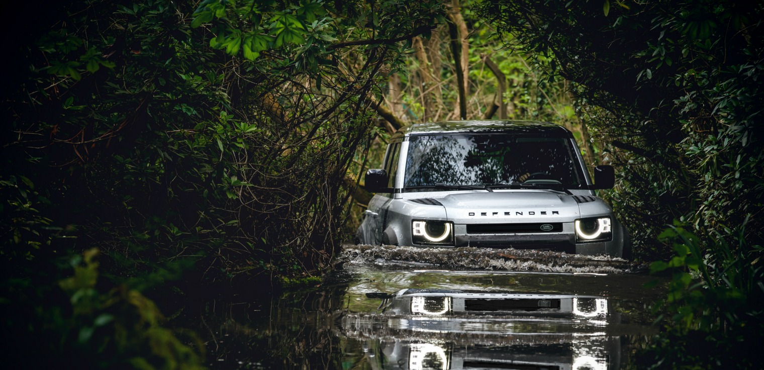 Nuova Land Rover Defender off-road