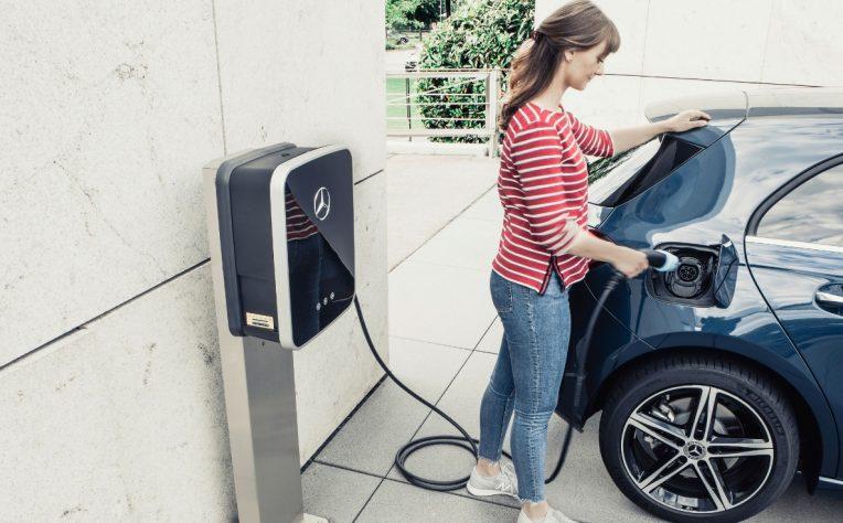 ricarica auto elettrica, smart charging per evitare blackout