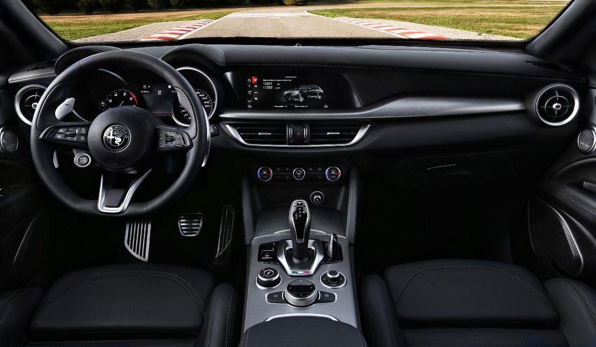 Nuove Alfa Romeo Giulia e Stelvio 2020 abitacolo