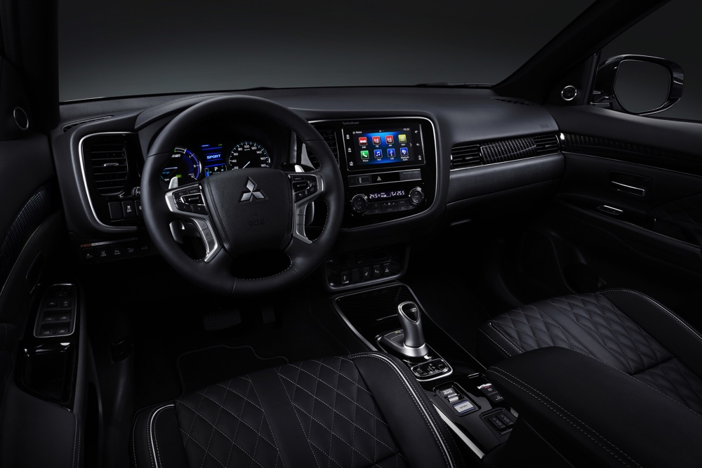 Interni Mitsubishi Outlander PHEV