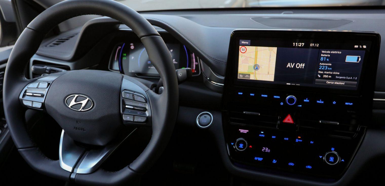 Nuova Hyundai Ioniq Electric 2020 volante