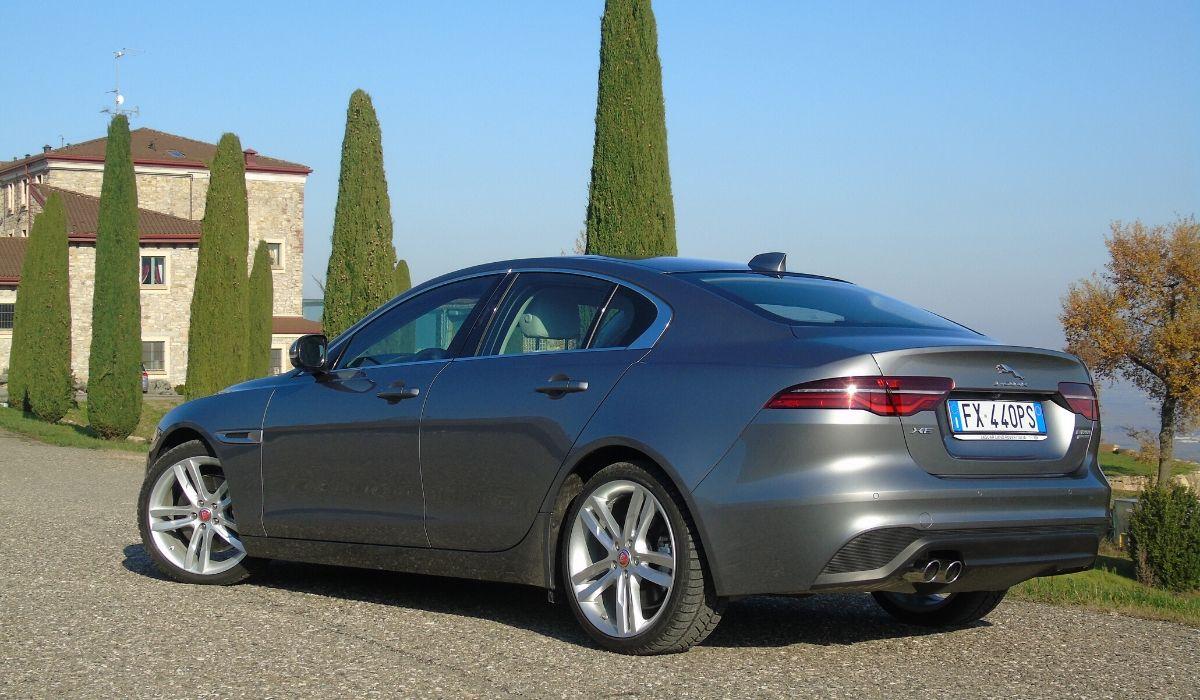 Nuova Jaguar XE 2020 fiancata