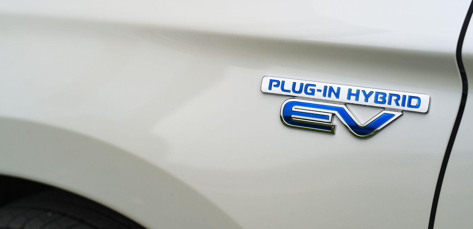 Nuovo Mitsubishi Outlander PHEV 2020 auto ibrida plug-in