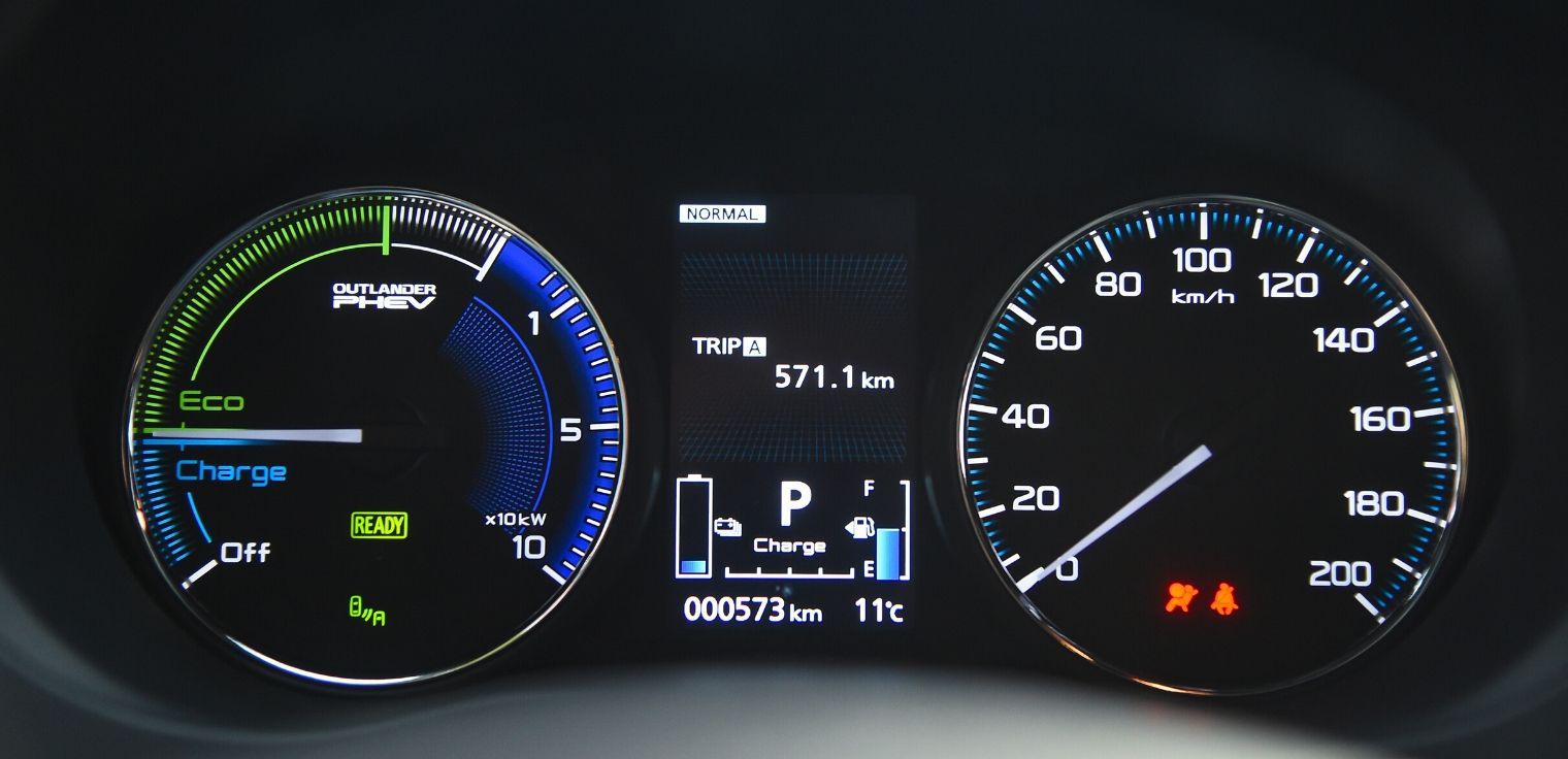 Nuovo Mitsubishi Outlander PHEV 2020 quadro strumenti